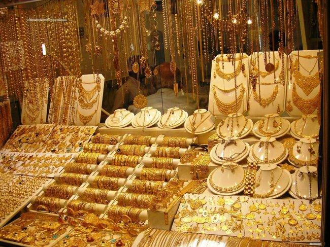 Люди стали украшать себя золотом в глубокой древности.  Можно предположить , что первые найденные...